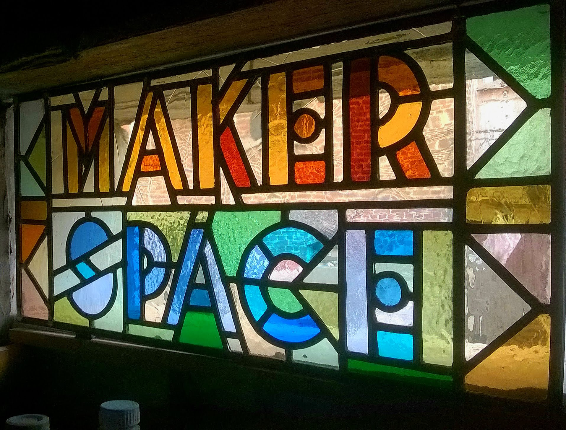 Makerspace glasraam glas-in-lood upcycling