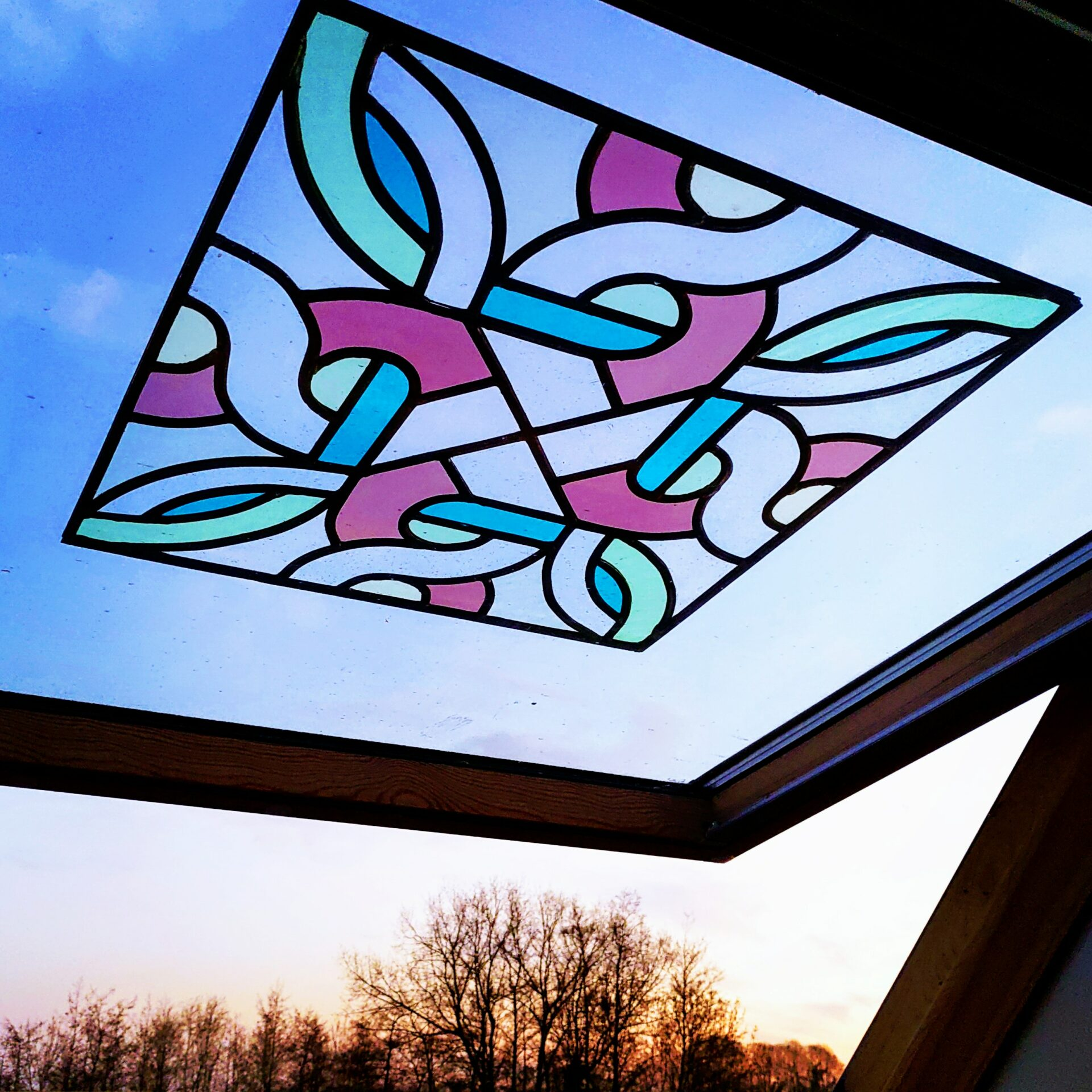 Glasraam glas-in-lood vitrail stained glas Isabelle Decallonne Atelier Illumen raamdecoratie handgemaakt ambachtelijk
