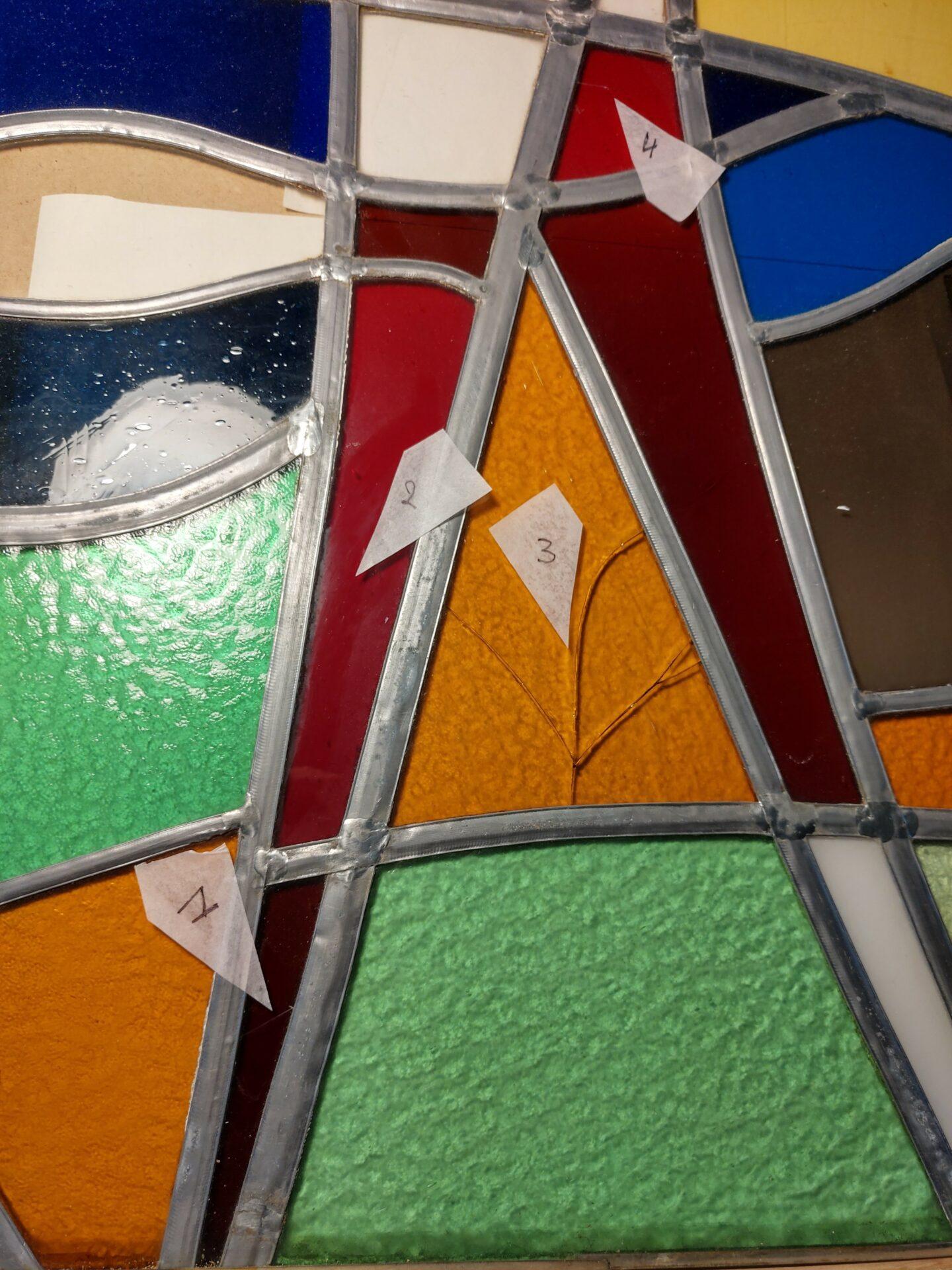 Illumen Herstelling van Glasramen Repair of damaged stained glass windows